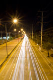 Les traînées de lumière en ville Photo stock