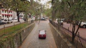 Les trajets en voiture lèvent le pavé rond étroit Savannah Street