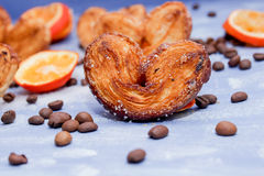 Les tranches de mandarine, biscuits, coeurs, dentelle bow1 Images stock
