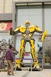 Les transformateurs avec la chute partie l'assemblée Image stock