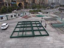 Les travailleurs dans le chantier de construction dans la soudure Images stock