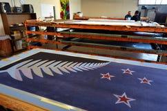 Les travailleurs impriment le drapeau de fougère argentée (noir, blanc et bleu) Image libre de droits