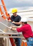 les travaux verts d'énergie solaires Image libre de droits
