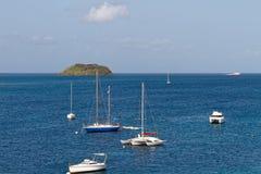 Les Trois Ilets, Martinique - Ilet Ramier et voiliers dans Anse Mitan image libre de droits