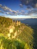 Les trois soeurs et les montagnes bleues au coucher du soleil, Katoomba, NSW, Australie image libre de droits