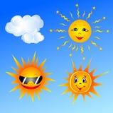 Les trois soleils et nuages dans le ciel bleu Photographie stock libre de droits