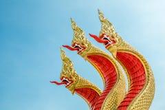 Les trois têtes du roi rouge saint de la statue de nagas Photos libres de droits