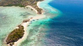 ?les tropicales avec les plages blanches Vue sup?rieure d'?les philippines photo stock