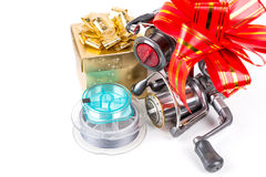 Les tsckles de pêche de cadeau avec le rouge et l'or cintrent Photographie stock libre de droits