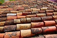 Les tuiles de toit arabes modèlent la texture à Teruel Espagne images libres de droits