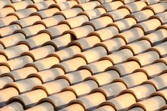 Les tuiles de toit neuves se ferment vers le haut du groupe Image stock