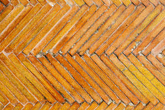 Les tuiles donnent au modèle une consistance rugueuse géométrique orange Vieille conception extérieure de plancher Photos stock