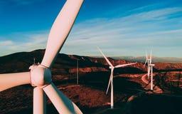 Les turbines de vent blanches ou les moulins à vent modernes dans les montagnes aménagent en parc images stock
