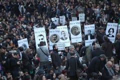 Les Turcs, Arméniens commémorent l''genocide' arménien dans Ä°stanbul Images stock
