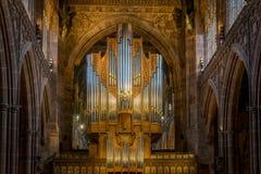 Les tuyaux d'un organe de tuyau dans une cathédrale images stock