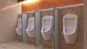 Les urinoirs des hommes Images stock
