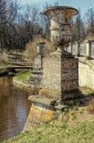 Les urnes du pont de Visconti dans le Pavlovsk se garent Photographie stock