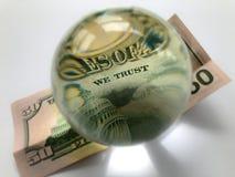 Les USA billet de banque des 50 dollars et boule en verre