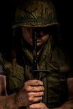 Les USA Marine Vietnam War tenant M16 Photographie stock