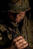 Les USA Marine Vietnam War tenant M16 images stock