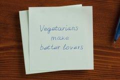Les végétariens font de meilleurs amants écrits sur une note Photo libre de droits