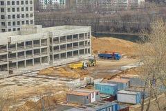 Les véhicules de construction manipulent le chantier de construction photos libres de droits