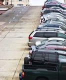 Les véhicules ont stationné sur la côte Photo stock