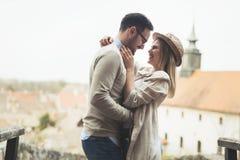 Les véritables soulmates d'amour suggèrent au parc et heureux Photos libres de droits