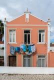 Les vêtements colorés remettent le séchage image libre de droits
