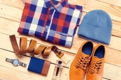 Les vêtements et les accessoires des hommes photo libre de droits