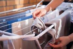 Les vêtements sèchent photo stock