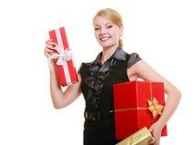 Les vacances aiment le concept de bonheur - fille avec des boîte-cadeau Images libres de droits