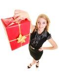 Les vacances aiment le concept de bonheur - fille avec le boîte-cadeau Images libres de droits
