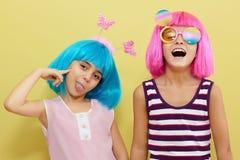 Les vacances des enfants Deux petites filles Image libre de droits