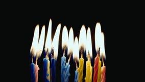 Les vacances soufflent les bougies sur le gâteau clips vidéos