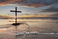 Les vagues au-dessus de Dieu est amour Images libres de droits