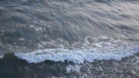 Les vagues de mer écument vue supérieure de mer banque de vidéos