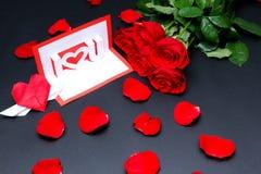 Les Valentines cardent avec des roses Images libres de droits