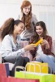 Les ventes les rendent heureux Photos libres de droits