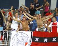 Les ventilateurs de CAF Ajax célèbrent après rayures d'un but Photographie stock libre de droits