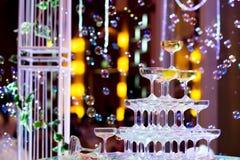 les verres de champagne pour célèbrent le mariage Photographie stock