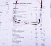 Les verres de Goldg sont sur les documents Images libres de droits