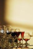 Les verres miroite le soir image stock