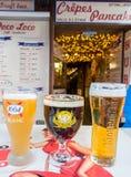 Les verres uniques de bière pression en hamburger de Chamonix font des emplettes Images stock