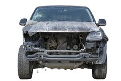 Les victimes d'accident de voiture, voiture avant d'accident de voiture se sont brisées dans et mal cassé, un pare-brise cassé, l photos stock