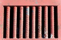 Les vieilles barres rouges par l'heure pour rouillé corrosif superficiel par les agents images libres de droits