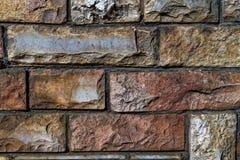 Les vieilles briques de couleur et de la taille verying donnent à la photo une consistance rugueuse Image libre de droits