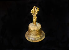 Les vieilles cloches du cuivre pour des cérémonies religieuses et spirituelles images stock