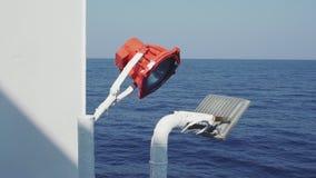 Les vieilles lampes pour le bateau signale sur un ferry banque de vidéos