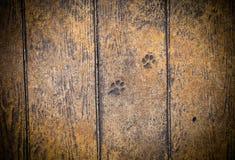Les vieilles planches en bois avec la peinture d'épluchage aiment le fond toned photographie stock